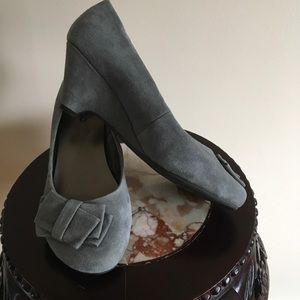 Me Too Gray Suede Wedge Shoes Sz 7m